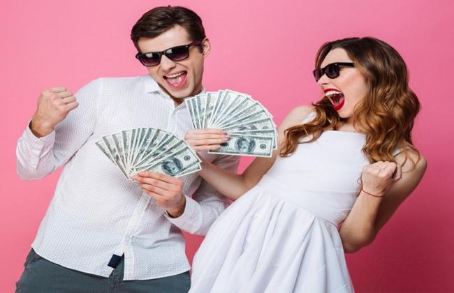 Τα 12 ζώδια όταν αποκτούν ξαφνικά χρήματα!
